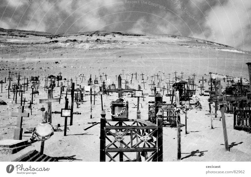 journey Holzmehl historisch crosses landmarks desert lonelyness cemetery death eternity heaven hell Wind Sand shadow clouds