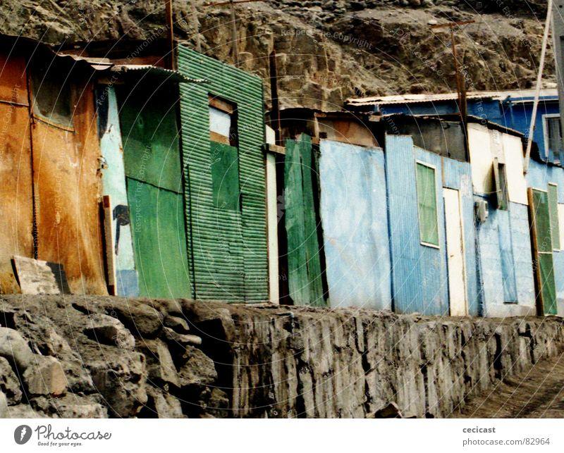 color line Holzmehl Insolvenz Haus Südamerika abandonment colours stones rocks poor street desert houses