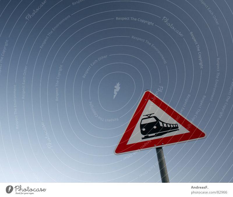 Freie Bahn der Bahn! Himmel Ferien & Urlaub & Reisen Deutschland Straßenverkehr Schilder & Markierungen Verkehr Eisenbahn gefährlich fahren