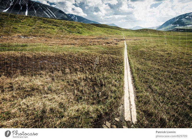 Weiter Weg Natur Ferien & Urlaub & Reisen Sommer Sonne Erholung Landschaft ruhig Umwelt Berge u. Gebirge Leben Horizont Zufriedenheit Tourismus wandern Ausflug