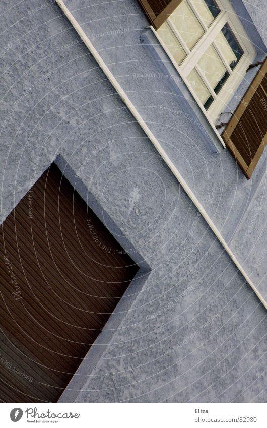 Trennlinie blau Haus Straße Wand Fenster braun Glas Fassade geschlossen offen Aussicht Häusliches Leben Fensterscheibe Verschiedenheit Gegenteil Jalousie