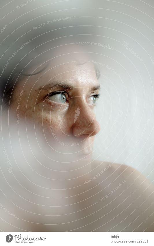 ..... Mensch Frau schön Einsamkeit Erholung Gesicht Erwachsene Leben Traurigkeit Gefühle Denken Gesundheit hell träumen nachdenklich Sauberkeit