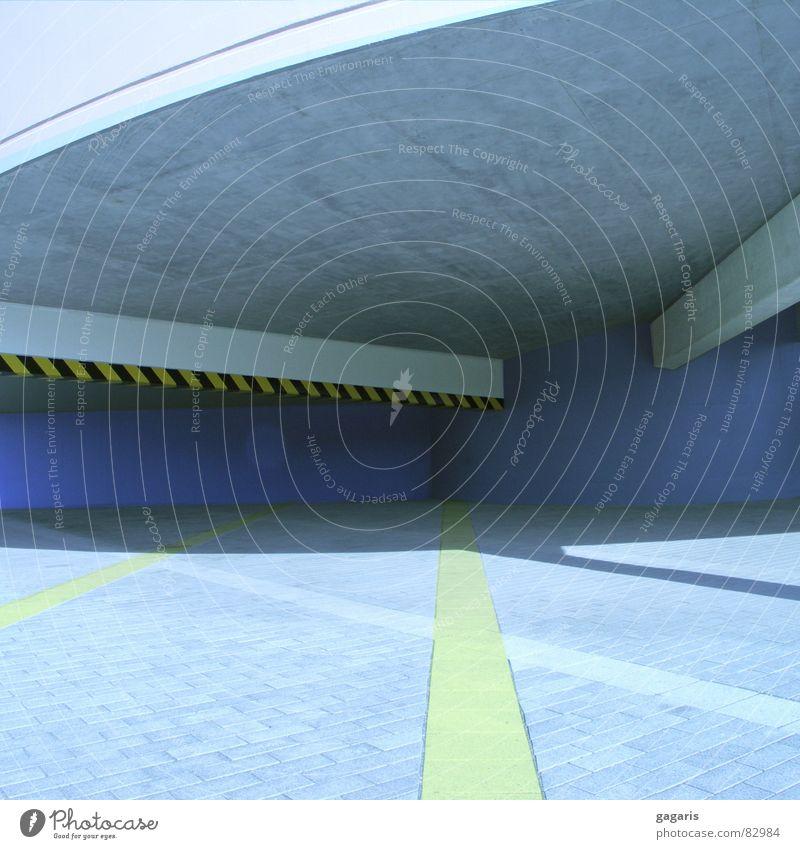 Blauhaus blau gelb Architektur Beton verrückt Spirale Parkhaus Rampe Manipulation Autobahnauffahrt formal