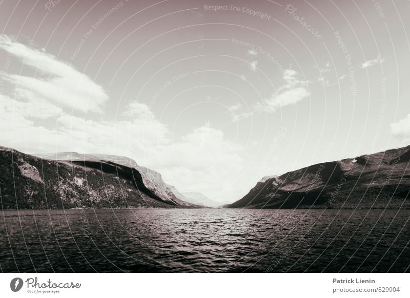 Teusajaure Himmel Natur Wasser Landschaft Wolken Freude Ferne Umwelt Berge u. Gebirge Freiheit See Stimmung Luft Wellen Zufriedenheit Geschwindigkeit