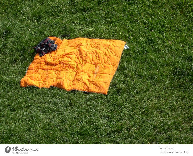 schönmalhinlegen grün Wiese orange liegen gemütlich Isar Schlafsack
