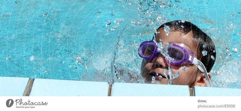 Cool im Pool - V Kind blau Wasser Sommer Freude kalt Junge grau Schwimmen & Baden nass frisch Coolness Brille weich Schwimmbad genießen