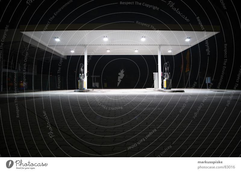 nacht tankstelle Tankstelle Einsamkeit schwarz dunkel Verkehr leer Nacht Güterverkehr & Logistik Lastwagen Fahrzeug Erdöl Aktien Bioprodukte Benzin Rohstoffe & Kraftstoffe