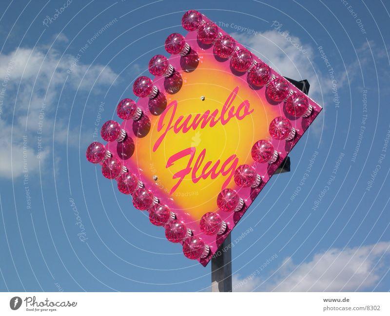 jumbo flug Jahrmarkt rosa Lampe Glühbirne Freizeit & Hobby Himmel blau Werbeschild Leuchtreklame Vor hellem Hintergrund Freisteller Fahrgeschäfte