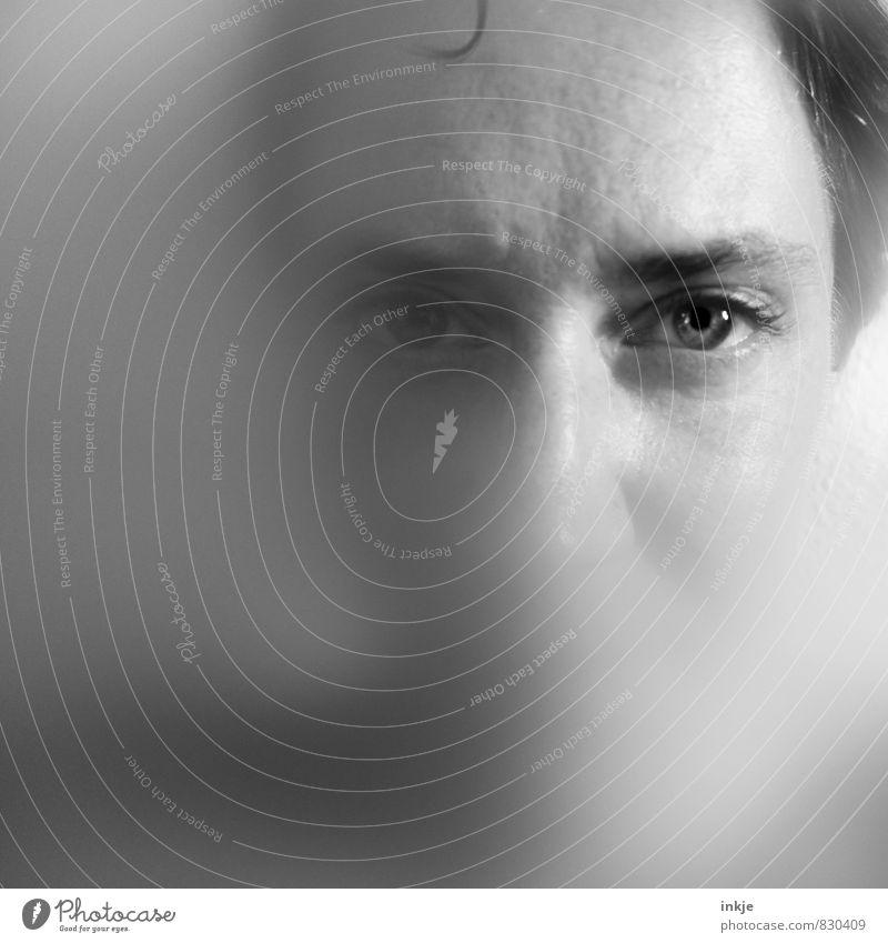 Ach. Antikunst. Mensch Frau kalt Gesicht Erwachsene Auge Leben Gefühle außergewöhnlich träumen Nebel nass nah Dunst Surrealismus Identität