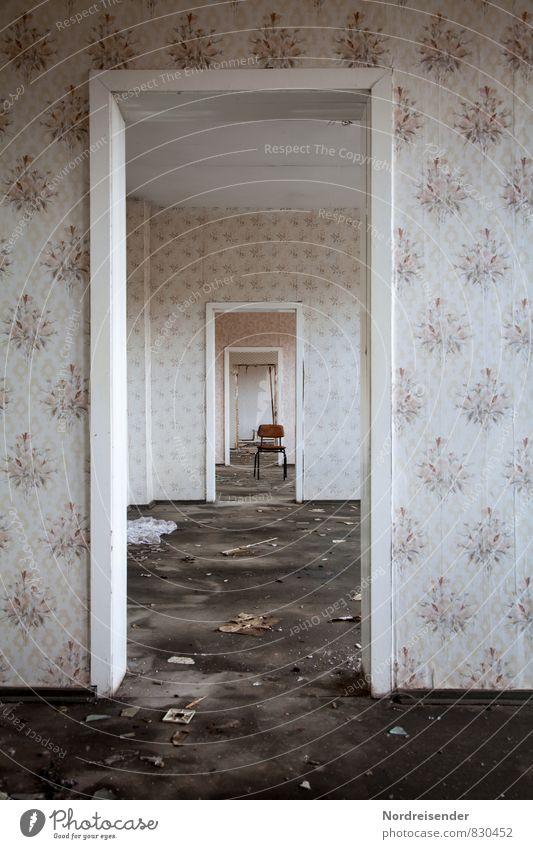 Löcher in der Zeit... Stadt Einsamkeit Haus Ferne dunkel Wand Innenarchitektur Architektur Wege & Pfade Mauer Gebäude Raum Tür Zukunft Vergänglichkeit