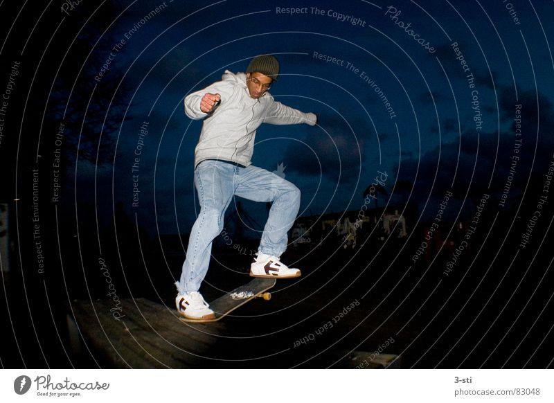 Elb-Slide Noseslide Skateboarding Nacht dunkel Freizeit & Hobby Sport Stil Fischauge Weitwinkel Lust Freude Ferien & Urlaub & Reisen Junger Mann Extremsport
