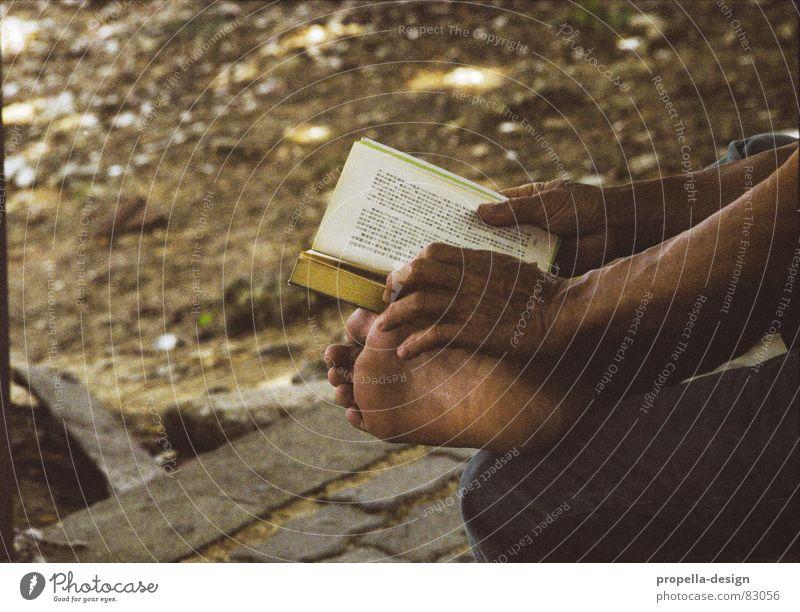 Hong Kong foot Hand Erholung Fuß Buch lesen Schriftzeichen Asien Buchstaben China Hongkong