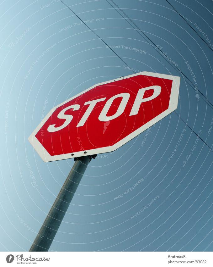 STOP Himmel rot Wege & Pfade Schilder & Markierungen Verkehr Elektrizität gefährlich Kabel bedrohlich fahren stoppen streichen KFZ Warnhinweis Verkehrsregel parken