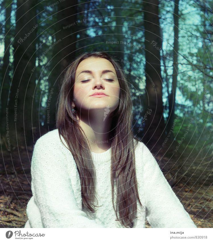 Entspannung Mensch Kind Natur Jugendliche Erholung Junge Frau ruhig 18-30 Jahre Wald Umwelt Erwachsene Leben feminin Frühling Zufriedenheit 13-18 Jahre