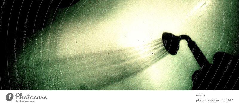 schauer Wasser Regen Angst verrückt Reinigen Bad skurril Strahlung Waschen Dusche (Installation) Panik Seele Kübel Angsthase Unter der Dusche (Aktivität) verdunkeln