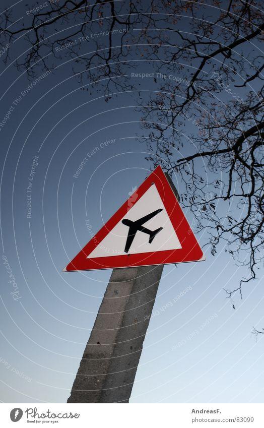 Vorsicht - Boeing kreuzt Fluglotse Flugsportarten Flugticket Flugplatz Luft Flugzeug Pilot Terror Maschine Luftverkehr Vorfahrt Straßenkreuzung Verkehrsschild