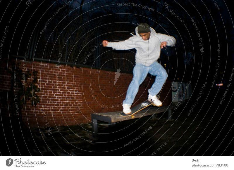 Elb-Grind Skateboarding Nacht dunkel Freizeit & Hobby Sport Stil Fischauge Weitwinkel Lust Freude Ferien & Urlaub & Reisen Junger Mann Jugendliche Funsport ben