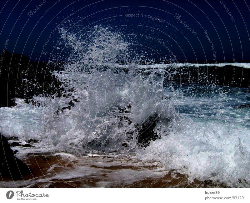 Perfekte Welle Wasser Himmel Meer blau Sommer Strand Ferien & Urlaub & Reisen Stein Sand Wellen Wind nass Wassertropfen Felsen Sturm Brandung