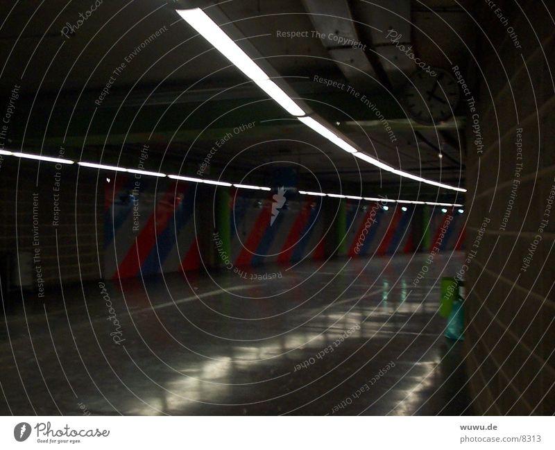 Der dunkle Gang? grau Architektur bedrohlich Uhr Streifen Tunnel Justizvollzugsanstalt