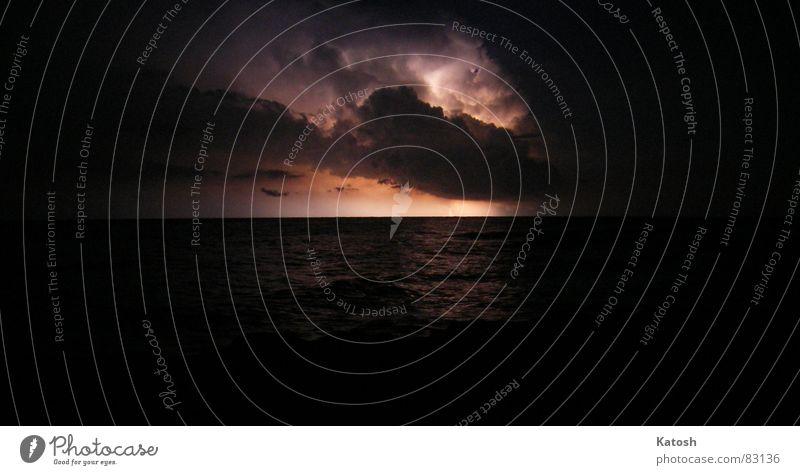 Gewitter Meer Wolken Wärme Angst Wetter Sicherheit Blitze Ostsee Geborgenheit Sommernacht