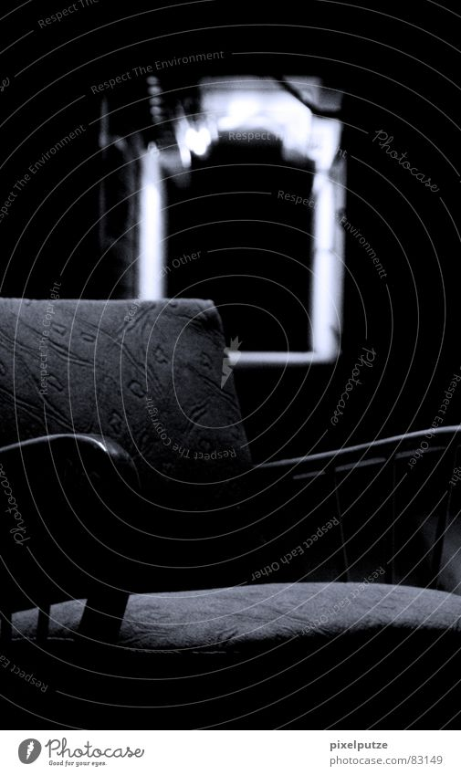 LOST Verfall dunkel schwarz gruselig böse Tunnel Licht Sessel erschrecken Feuerlöscher eng kaputt Stimmung leer Desaster Tod Trauer Wut Muster lang schwer Nacht