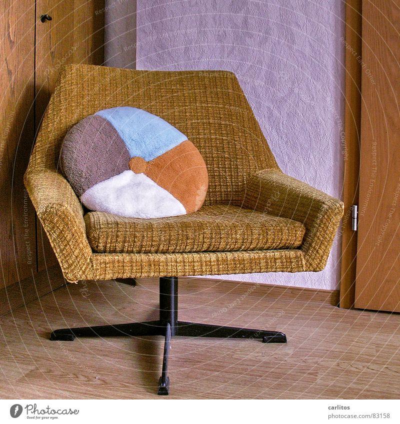 Der Sessel zum Thema Laminat Kissen rund Sechziger Jahre Siebziger Jahre Curry Muster Plüsch verrückt Kitsch geschmacklos Möbel Häusliches Leben schön
