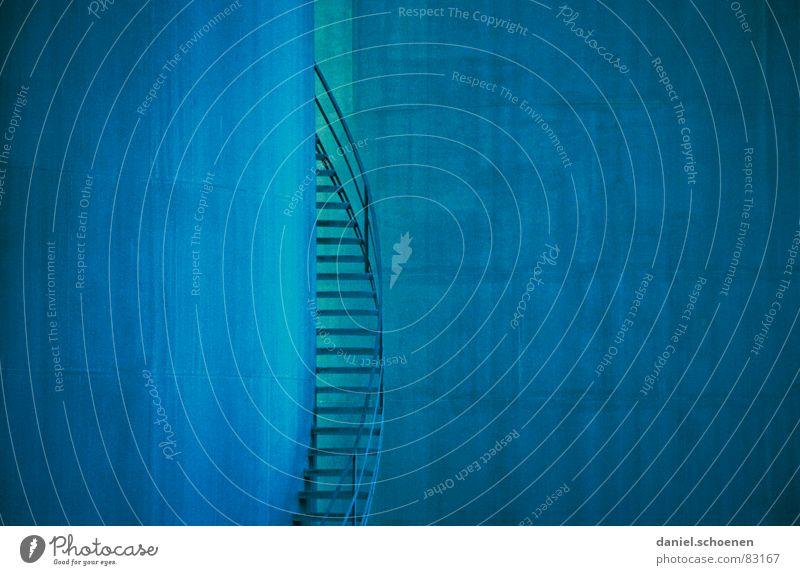 blaue Treppe blau Hintergrundbild Industrie Treppe Erdöl Gas aufsteigen zyan Tank Wendeltreppe Erdgas Goldener Schnitt