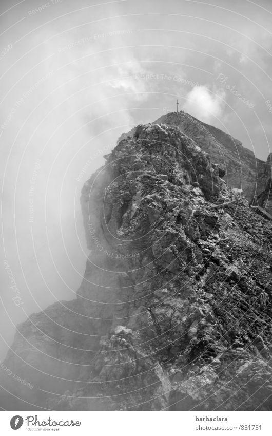 schwindelig   ganz da oben Klettern Bergsteigen wandern Natur Urelemente Erde Luft Himmel Wolken Nebel Felsen Berge u. Gebirge Allgäuer Alpen Kreuz Gefühle