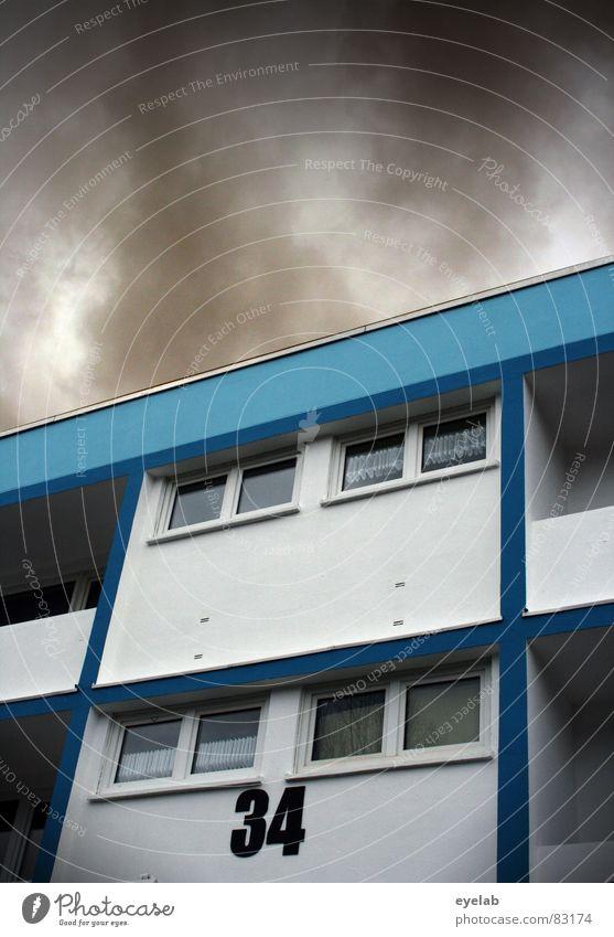Demographischer Restposten unsozial Fenster Wand Gebäude Haus Hochhaus braun Hoffnung Wolken Balkon Ziffern & Zahlen Symmetrie Plattenbau Stadtrand trist Himmel