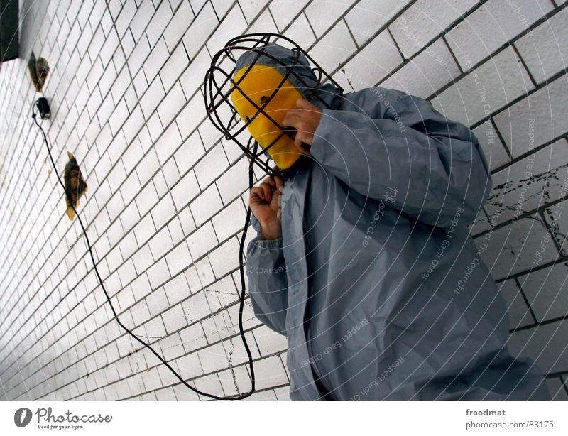 grau™ - electroshock blues gelb grau-gelb Anzug rot Gummi Kunst dumm sinnlos ungefährlich verrückt lustig Freude elektronisch Elektrizität Wand diagonal