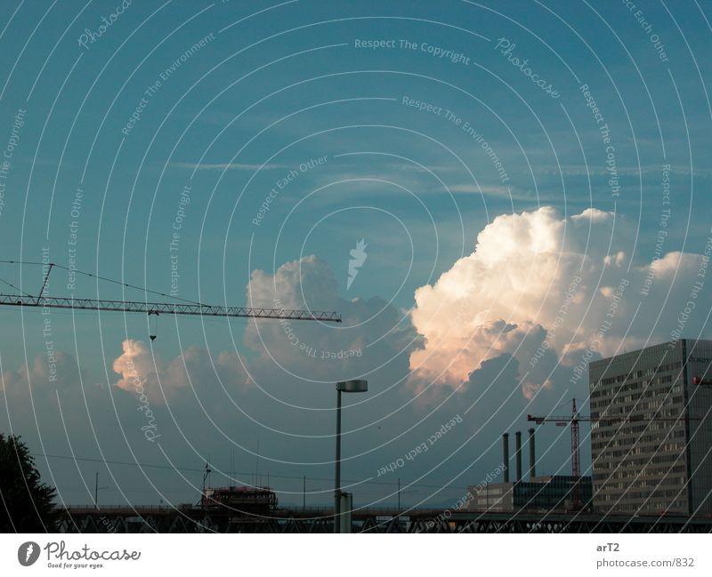 Cumulus City Wolken Ferne Gebäude Horizont Industrie Kran