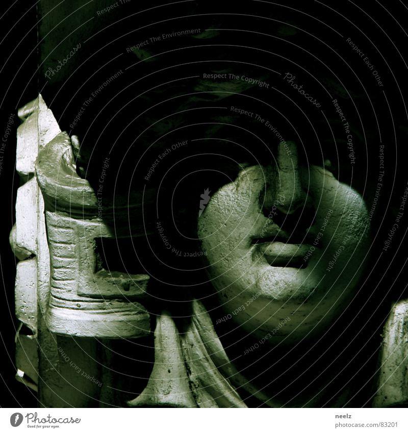 der Schein trügt = appearances are deceiving Frau Gesicht Mund Nase historisch Skulptur Ornament Schattendasein