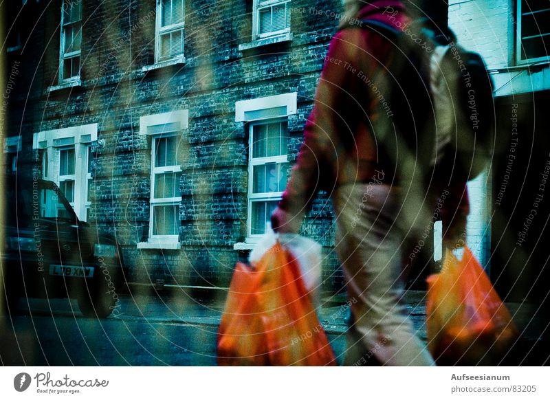 Souterrain Mensch Farbe Fenster Straße orange kaufen Aussicht Gitter Streetlife