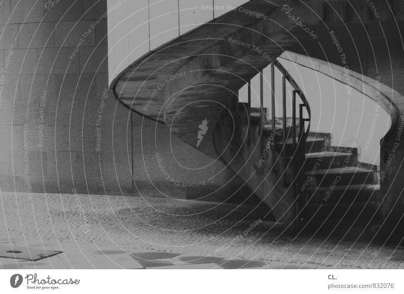 aufwärts Architektur Mauer Wand Treppe Optimismus Perspektive Wandel & Veränderung Wege & Pfade Ziel Wendeltreppe Treppengeländer Beton Schwarzweißfoto