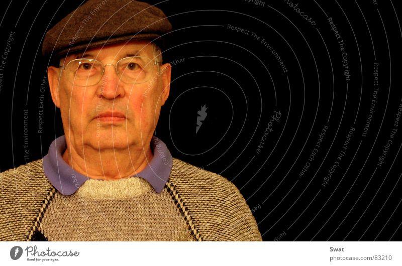 wo bleibt... Mann Senior Traurigkeit Trauer Brille Mütze Großvater Ruhestand Mensch Männlicher Senior