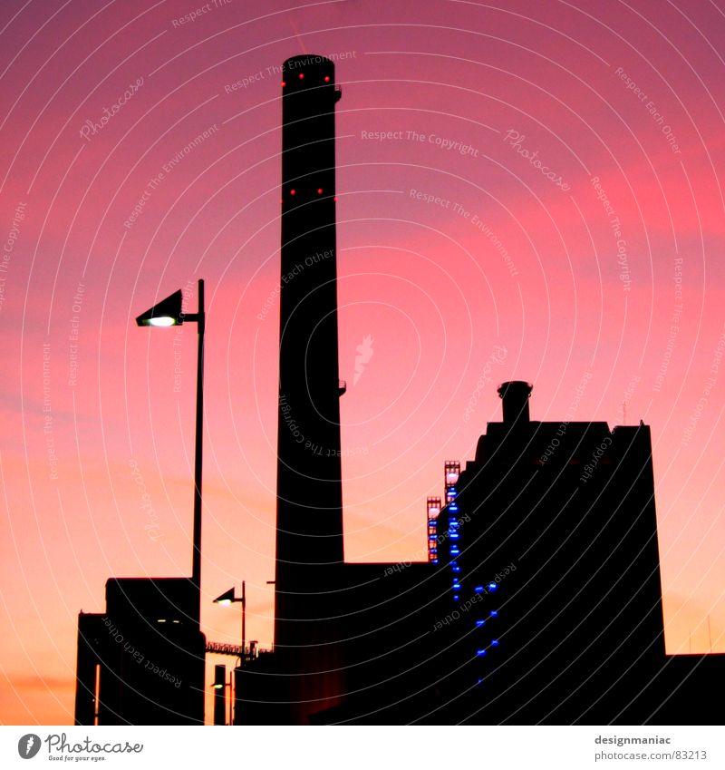 Love is back in town Physik Frankfurt am Main Lampe Horizont Sonnenuntergang Wolken violett schwarz rosa Gebäude dunkel Wolkendecke groß klein Hochhaus Licht