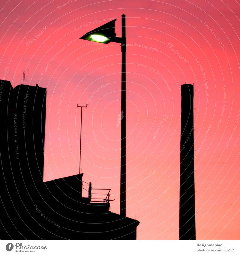 Zu mir oder zu dir? Himmel blau Wolken schwarz dunkel Fenster Wärme oben klein Gebäude Lampe 2 Horizont Deutschland orange Zusammensein