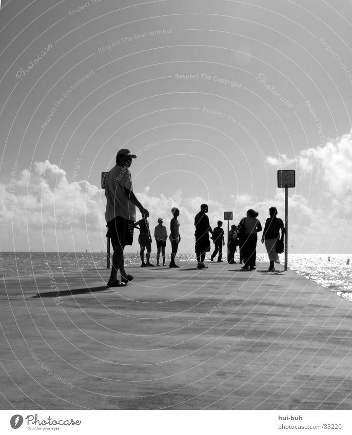 Aussichtspunkt Mensch Meer Ferien & Urlaub & Reisen Freiheit Menschengruppe laufen Ausflug Platz Dorf Hotel Steg Tourist