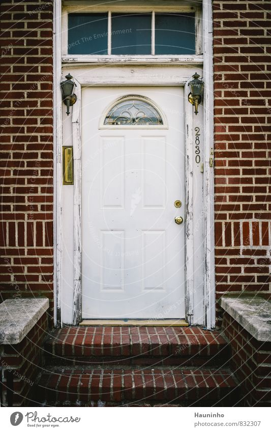 2830 Stadt weiß rot Haus Wand Architektur Mauer Gebäude Holz Stein Fassade Wohnung Treppe Häusliches Leben Tür Glas