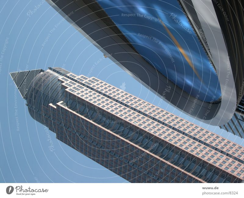 Messeturm schräg Architektur Hochhaus Frankfurt am Main hell-blau IAA