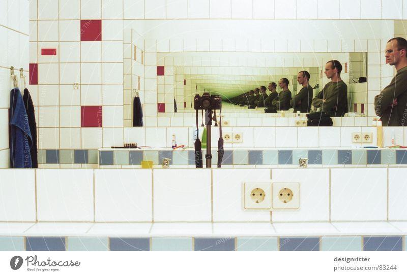 Spieglein, Spieglein, Spieglein, Spie... Fotografie Perspektive Bad Fotokamera Spiegel Unendlichkeit Wiederholung Fotografieren Reaktionen u. Effekte Spiegelbild Waschhaus fortsetzen unzählig
