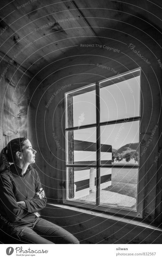 im Kloster ... Mensch Ferien & Urlaub & Reisen Jugendliche weiß Junge Frau ruhig schwarz kalt Fenster Erwachsene feminin grau träumen warten Lächeln beobachten