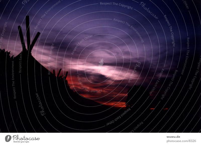 Zeltlagerromantik Nacht Ferien & Urlaub & Reisen rot rosa violett schwarz Silhouette Wolken Abenddämmerung Himmel