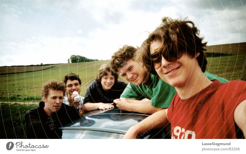 Frühstück in Frankreich Gruppenfoto Freundschaft Sommer Ferien & Urlaub & Reisen Wolken Sonnenbrille Freizeit & Hobby Spritztour Freude Jugendliche PKW Himmel