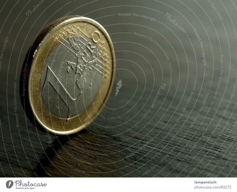 nen Euro Geld Geldmünzen Kapitalwirtschaft Einkommen 1 Holz Tisch Money Business