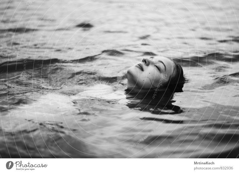 karma police. Mensch feminin Junge Frau Jugendliche Erwachsene 1 18-30 Jahre Umwelt Natur Wasser Wassertropfen Frühling Sommer Herbst Schönes Wetter Wellen