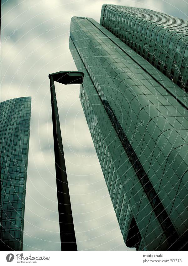 LAST PICTURE STANDING Himmel Stadt blau Wolken Haus Fenster Leben Architektur Gebäude Freiheit fliegen Business oben Arbeit & Erwerbstätigkeit Wohnung Design