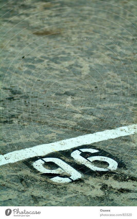 Parkplatz 96 Linie Verkehr Schriftzeichen Ziffern & Zahlen Asphalt Spuren Grenze Verkehrswege parken Straßenbelag Abstellplatz