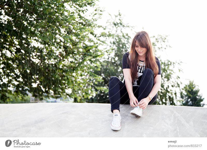 Skatergirl Freizeit & Hobby feminin Junge Frau Jugendliche 1 Mensch 18-30 Jahre Erwachsene Coolness Jugendkultur Farbfoto Außenaufnahme Tag