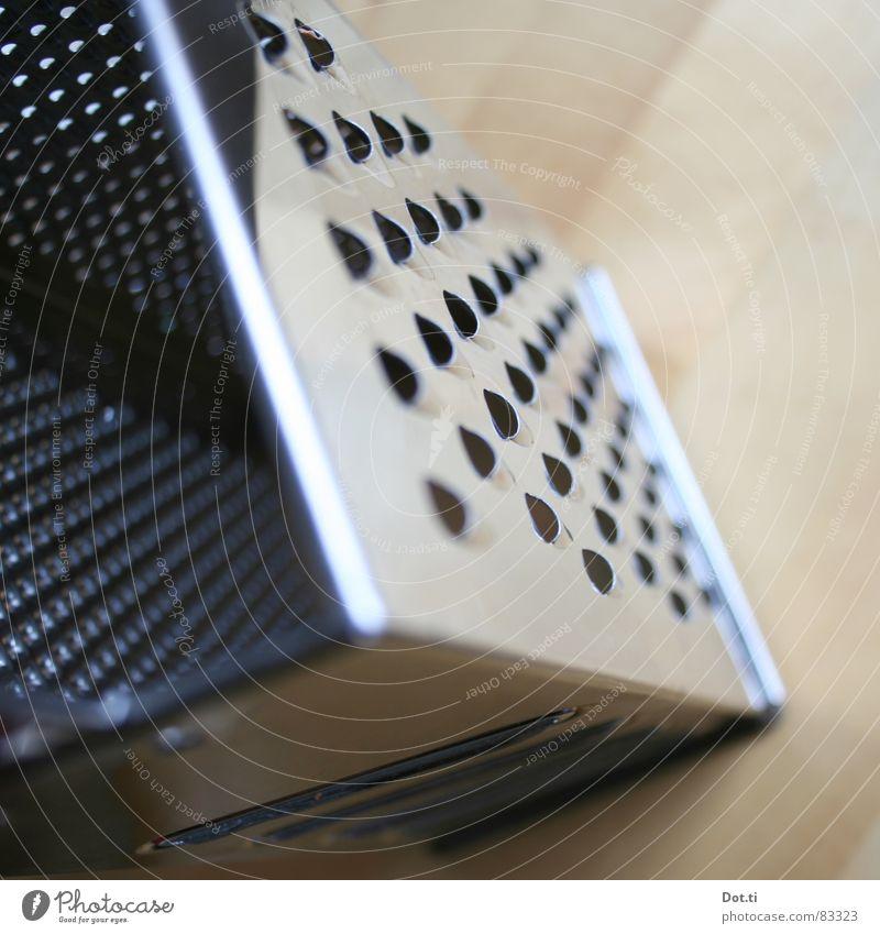 Süßholz raspeln Metall glänzend Tisch Küche Stahl Stillleben silber eckig Scharfer Gegenstand Haushalt fein rau zerkleinern Edelstahl manuell